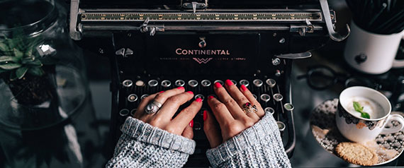 Macchina da scrivere Continental per celebrare l'avvento della fattura elettronica